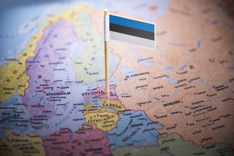 L'Estonie a identifié par un drapeau sur la carte photographie stock libre de droits