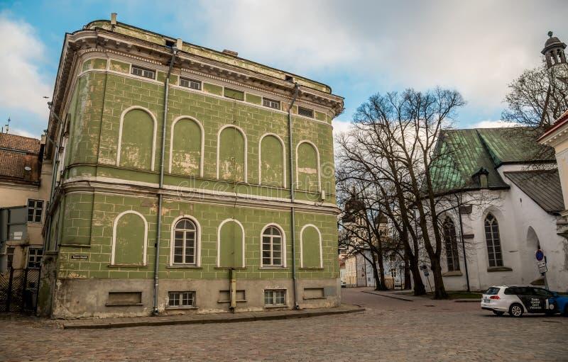 L'Estonie, Tallinn le 4 mai 2018 : L'Estonie, Tallinn, le 4 mai 2018 : Rues confortables de la vieille ville, journée de printemp image stock