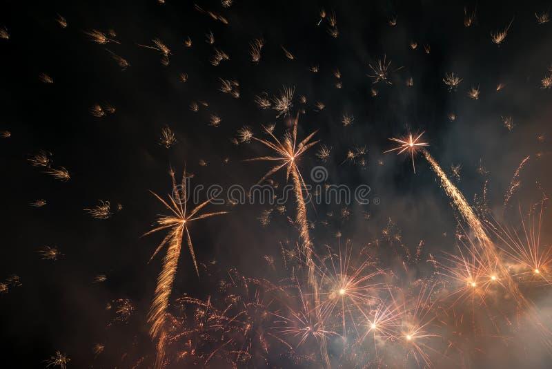 L'estratto colora le luci dei fuochi d'artificio immagine stock