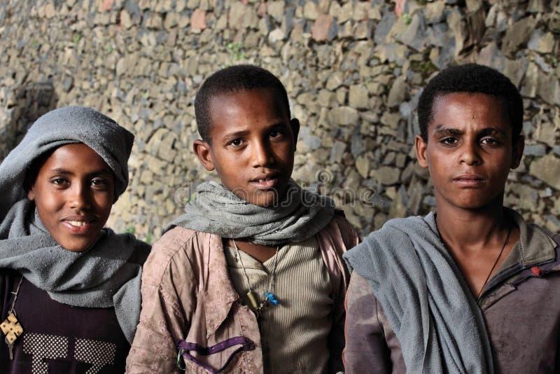 l'Ethiopie : Garçons éthiopiens fiers images stock