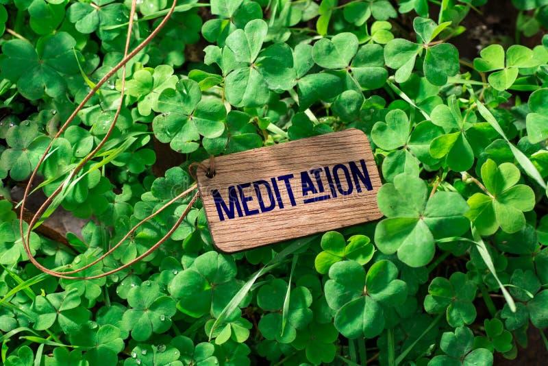 L'etichetta di legno di meditazione di parola immagine stock libera da diritti