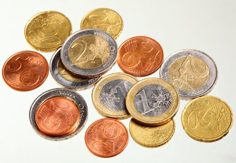 L'euro européen de devise invente l'argent sur le blanc photo libre de droits