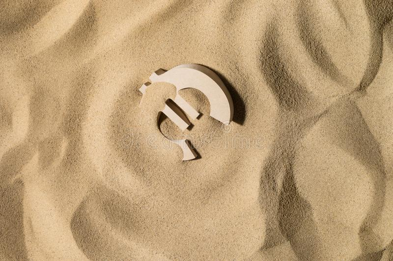 L'euro se connectent le sable photo stock