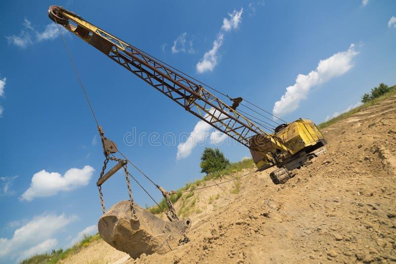 L'excavatrice produit l'argile photo libre de droits