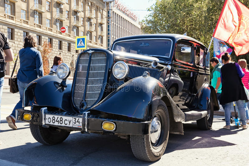 Download L'exposition De Rétros Voitures A Produit En URSS Sur L'avant-cour I Image éditorial - Image du nostalgie, moteur: 77154185