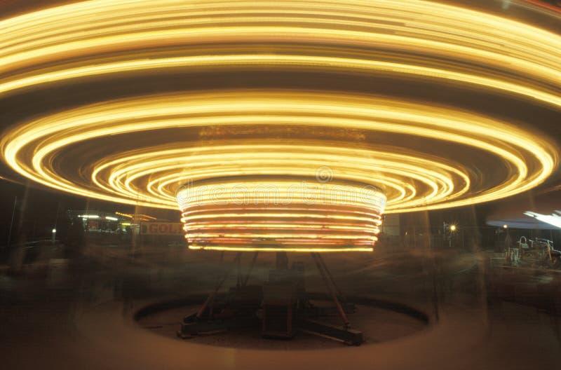 L'exposition de temps joyeuse vont rond, chutes du Niagara, New York image stock