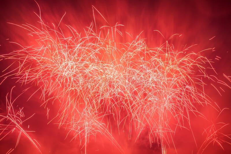 L'exposition spectaculaire de feux d'artifice allument le ciel Célébration d'an neuf photos stock