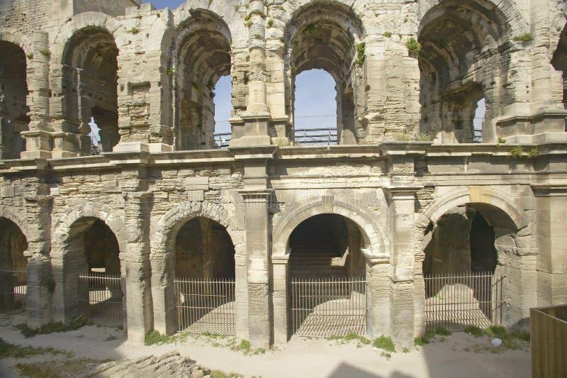L'extérieur de l'arène d'Arles, des périodes romaines antiques, peut tenir 24.000 spectateurs, Arles, France photographie stock libre de droits