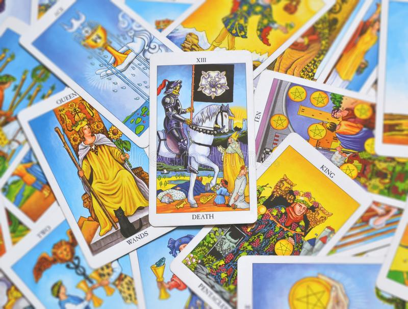 L'extrémité de carte de tarot de la mort change la transformation images stock