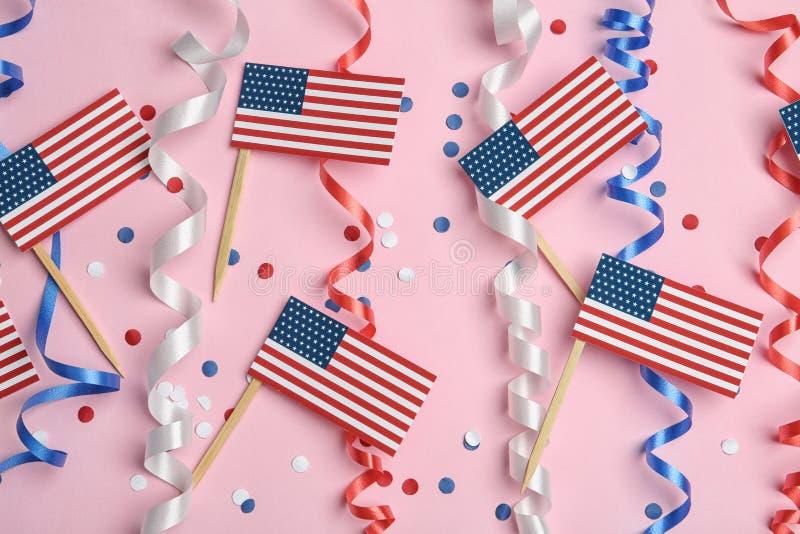 L?genheten l?gger sammans?ttning med USA flaggor p? f?rgbakgrund fotografering för bildbyråer