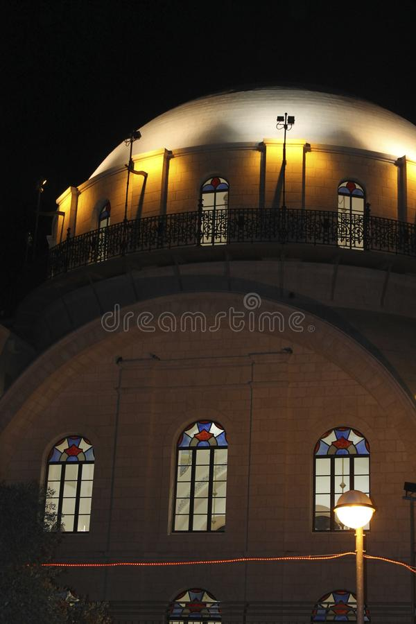 L'hébreu de synagogue de Hurva : ×-× de» × de ת de ¡ de × de × de›de ×» de × de ית de ` de ו de × de ` de ×¨× le»,  photo stock