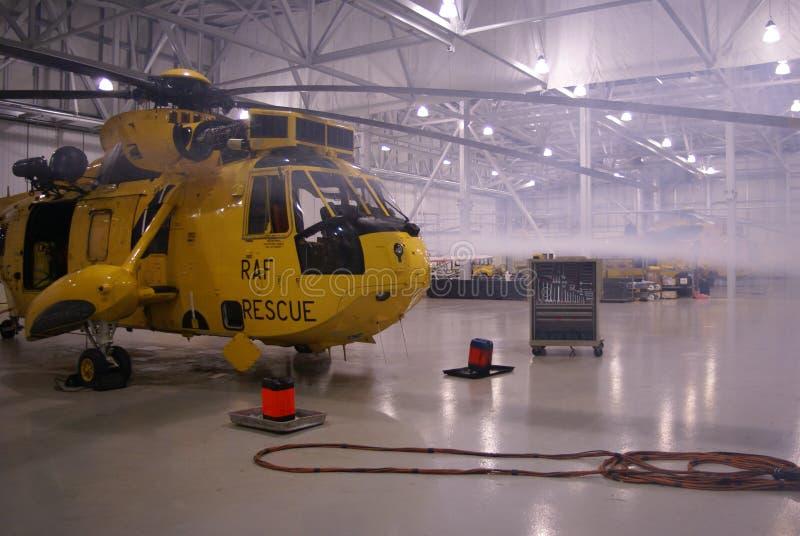 L'hélicoptère de Seaking, militaires recherchent et sauvent sur l'aérodrome photo stock