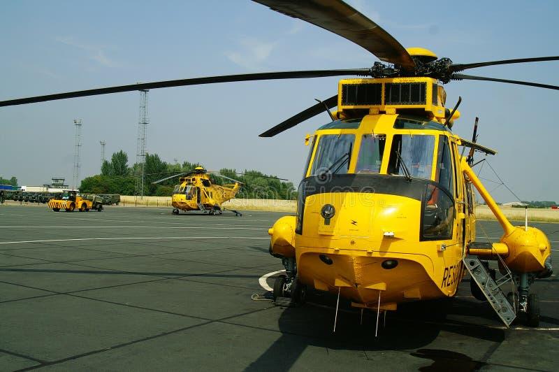 L'hélicoptère de Seaking, militaires recherchent et sauvent sur l'aérodrome photographie stock libre de droits