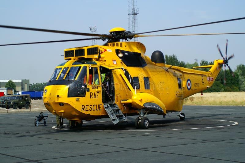 L'hélicoptère de Seaking, militaires recherchent et sauvent sur l'aérodrome images stock