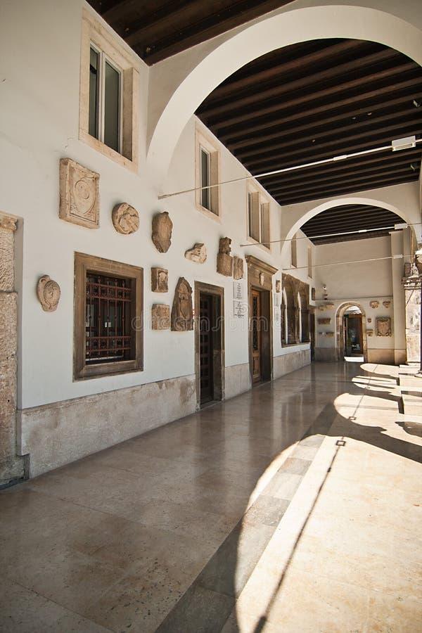 l'hôtel de ville - Pula images stock
