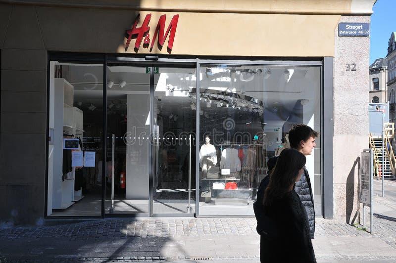 L'H&M dell'archivio di smerigliamento in Svezia è chiuso a causa di covid-19 fotografie stock