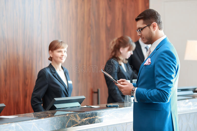 L'hôtel accueille un invité aujourd'hui photographie stock libre de droits