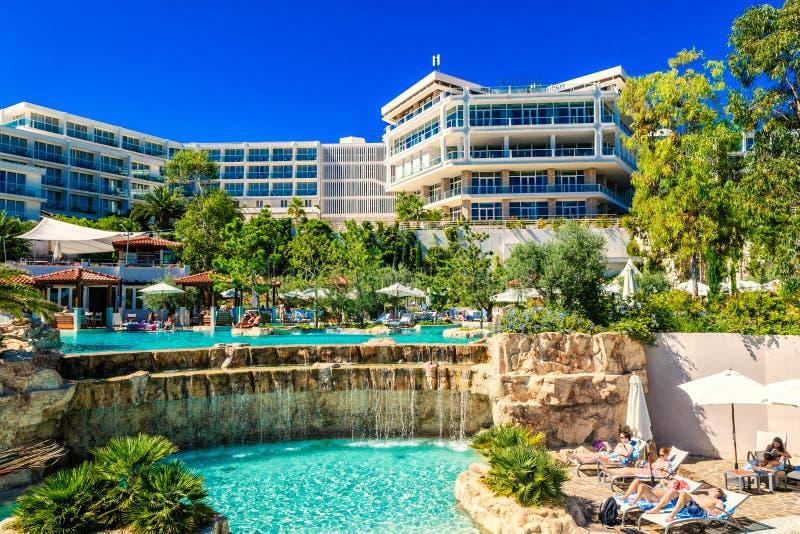 L'hôtel Amfora dans la ville de Hvar sur l'île de Hvar en Croatie attire beaucoup de touristes photos libres de droits