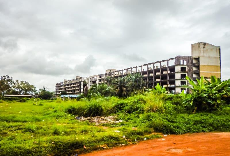 L'hôtel détruit à Monrovia Le Libéria, Afrique de l'ouest photographie stock libre de droits