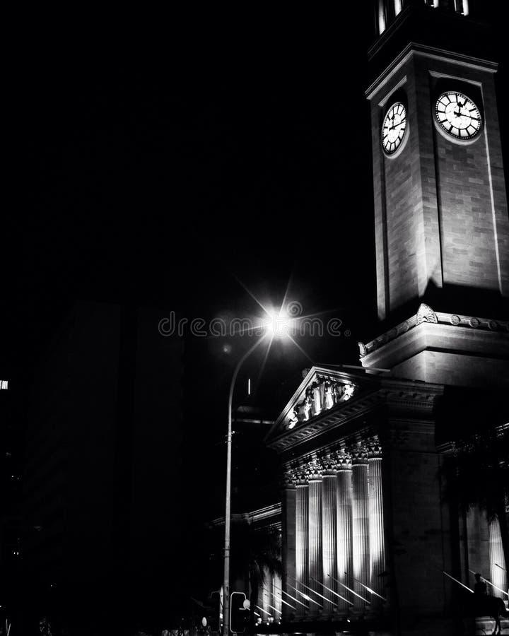 L'hôtel de ville à Brisbane a capturé la nuit photo stock