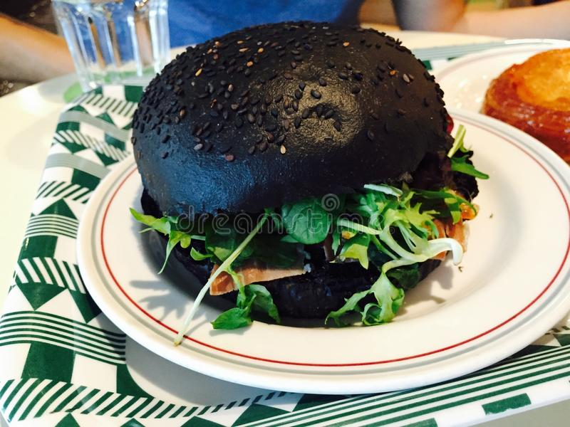 L'hamburger noir images libres de droits