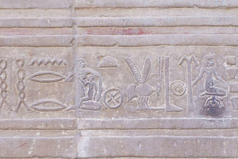L'hiéroglyphe a découpé en grès image libre de droits
