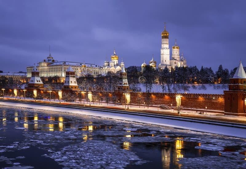L'hiver égalisant Moscou, donnant sur Kremlin et la rivière de Moscou image libre de droits