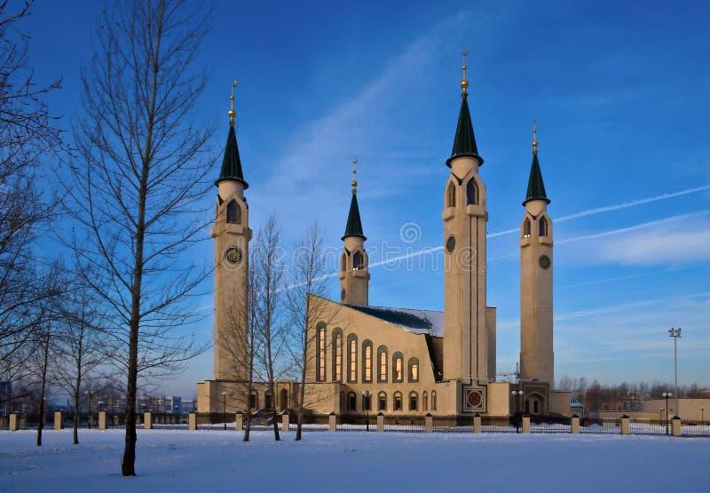 L'hiver, crépuscule, mosquée? photographie stock libre de droits