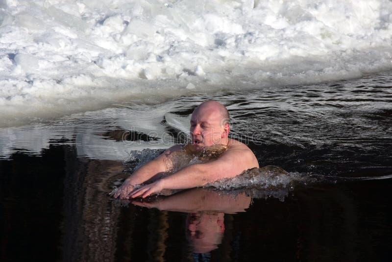 l'hiver de nageur photographie stock