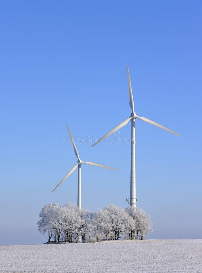 l'hiver de vent de turbines images libres de droits