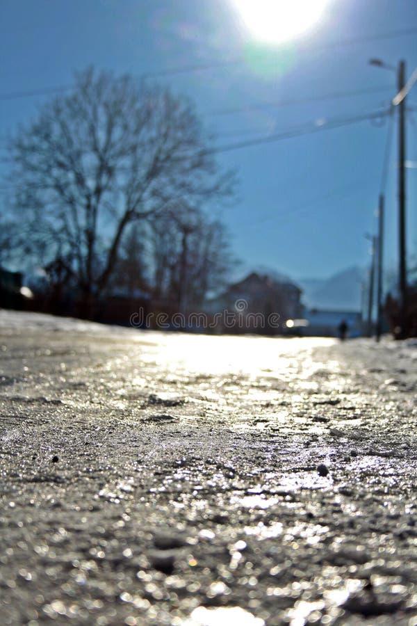 l'hiver de vue de l'Ukraine du soleil de montagne de moloda photos libres de droits