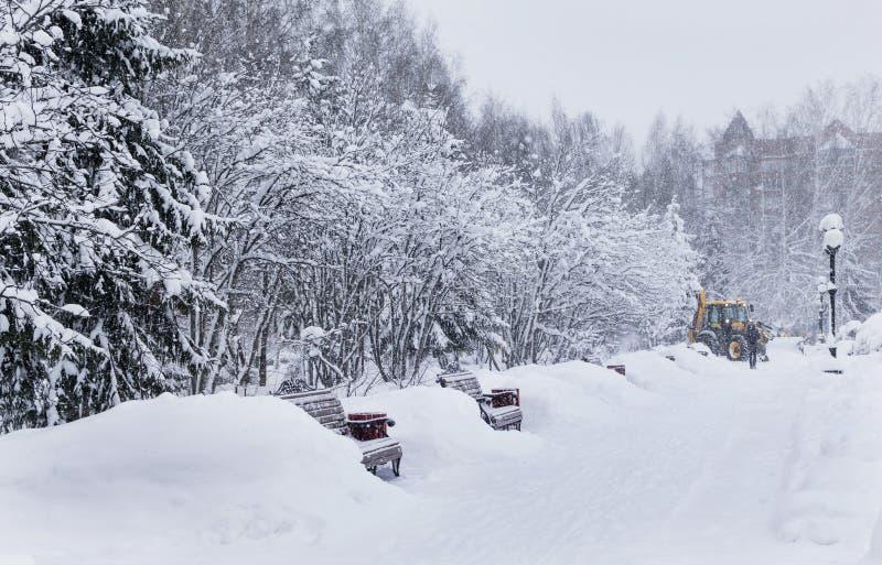 L'hiver en stationnement de ville image libre de droits