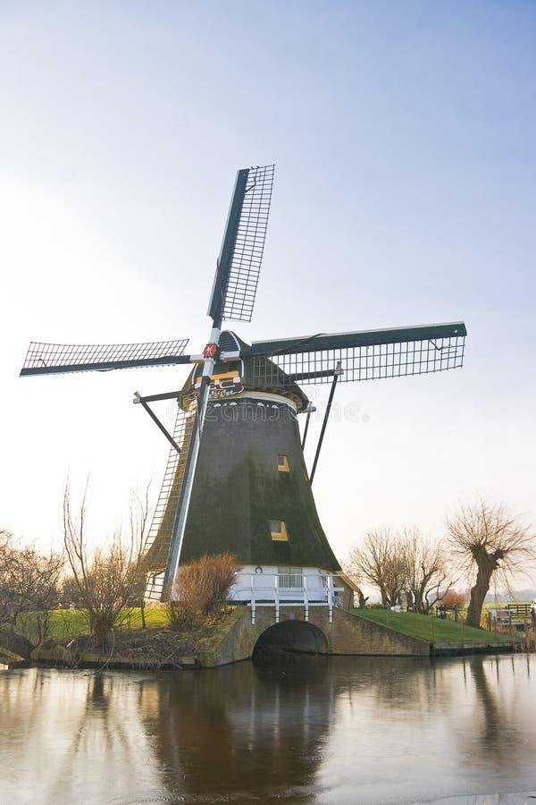 l'hiver hollandais de moulin à vent de polder d'horizontal photos stock