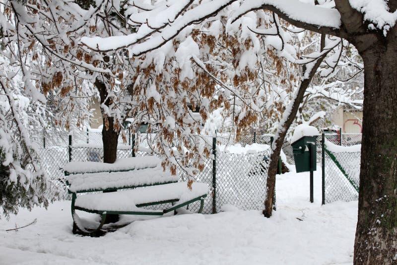 L'hiver Neige dans la ville photo stock