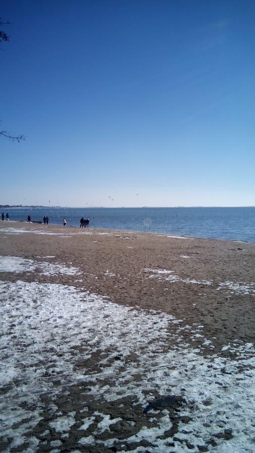 l'hiver nuageux de temps de littoral de plage images stock