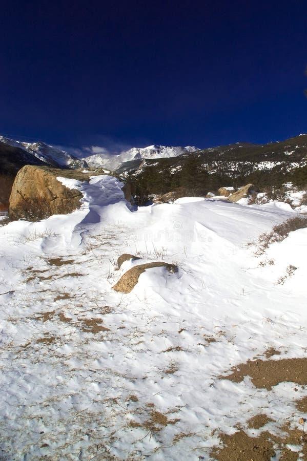 l'hiver rocheux de montagnes images libres de droits