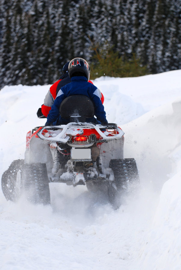 L'hiver snowmobiling   image stock