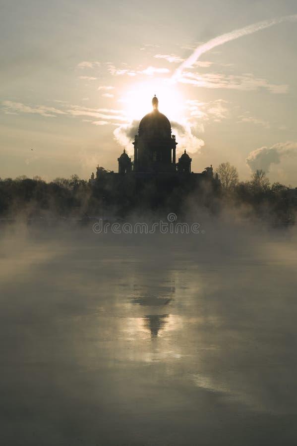L'hiver sur le fleuve de Niva images libres de droits