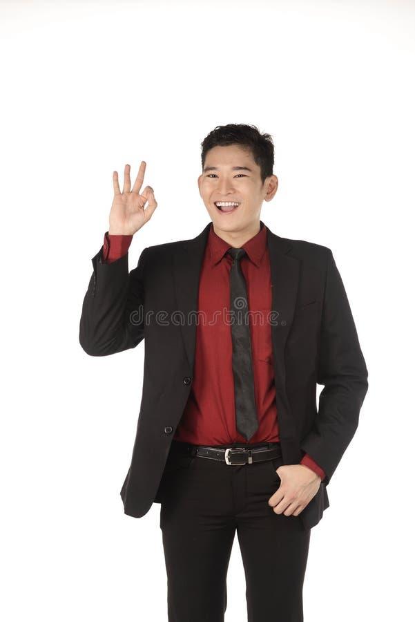 L'homme asiatique d'affaires donnent l'OK de geste de main photographie stock libre de droits