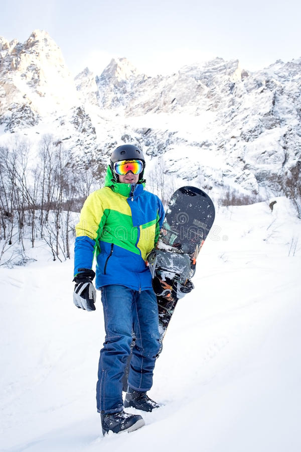 L'homme avec le surf des neiges photo stock