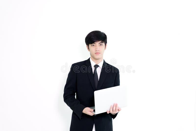 L'homme bel d'affaires asiatiques a tenir l'ordinateur portable pour l'isolat woking images libres de droits