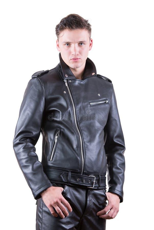 L'homme bel de mode, la veste en cuir et le pantalon de portrait de beauté de noir modèle masculin d'usage, jeune type sur le bla images stock
