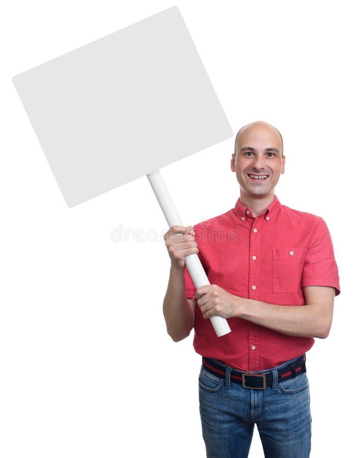L'homme chauve de sourire tenant un signe vide embarquent photographie stock libre de droits
