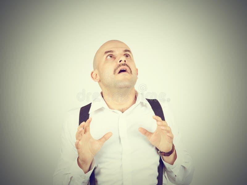 L'homme chauve se sent maladroit, impatiemment d'isolement photographie stock libre de droits