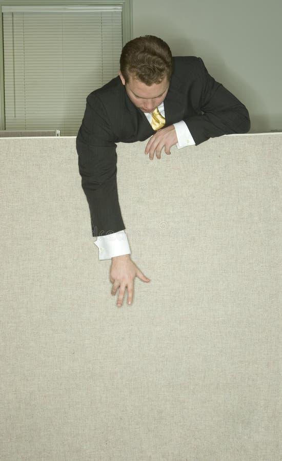 L'homme d'affaires atteint vers le bas photos stock