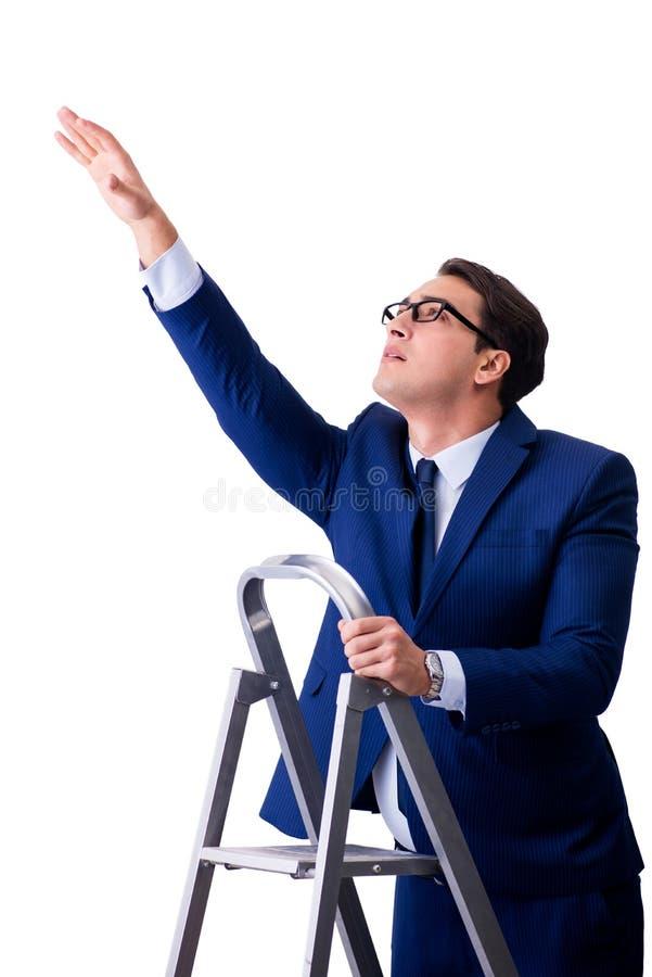 L'homme d'affaires au sommet de l'échelle d'isolement sur le fond blanc photographie stock