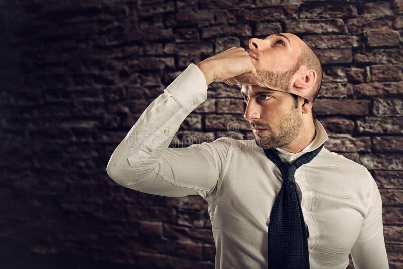 L'homme d'affaires avec la personnalité multiple change le masque photo libre de droits