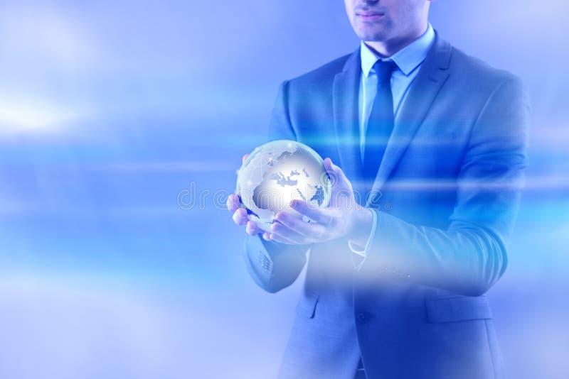 L'homme d'affaires dans le concept d'affaires globales de mondialisation photos stock
