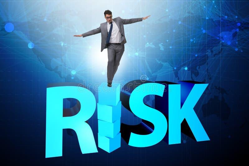 L'homme d'affaires dans le concept d'affaires de risque et de récompense images stock