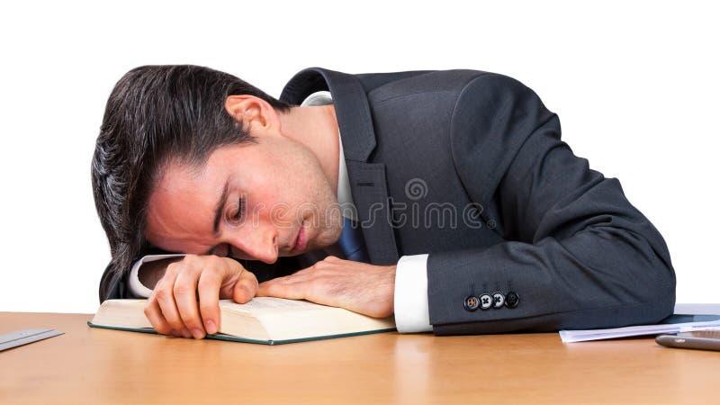 L'homme d'affaires dort au-dessus du livre image stock